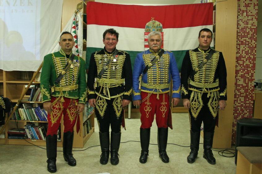Mikecz Bandérium Huszár bemutató